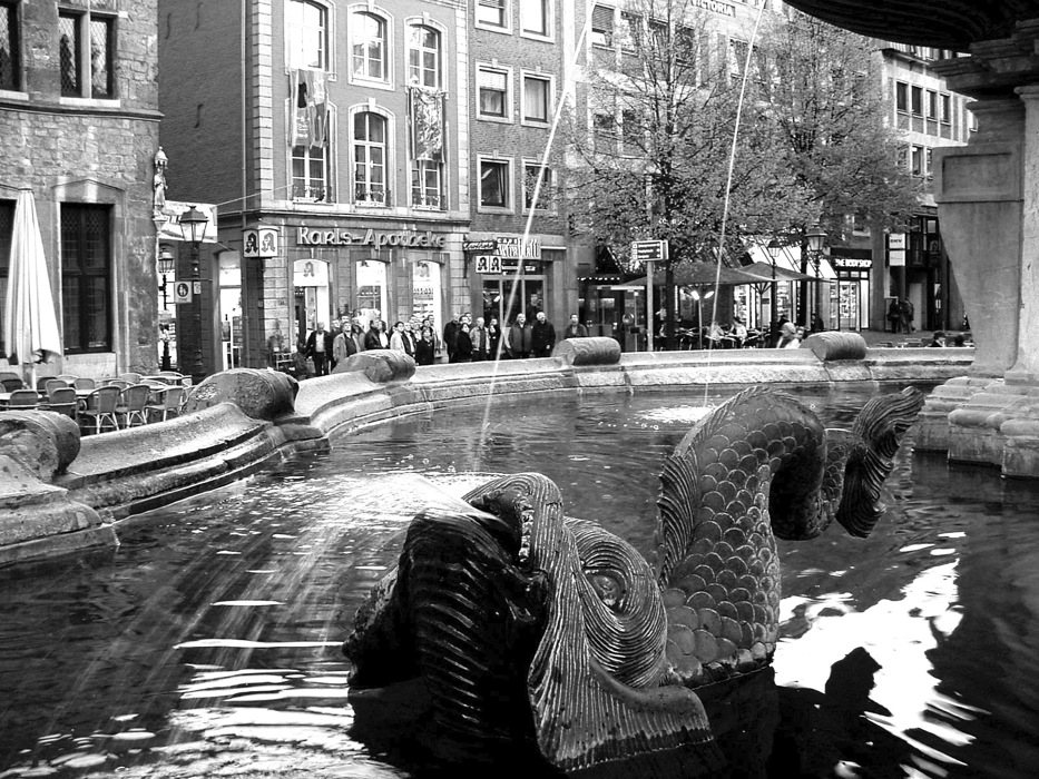 photoblog image Snapshots from Deutschland: Markt Fountain