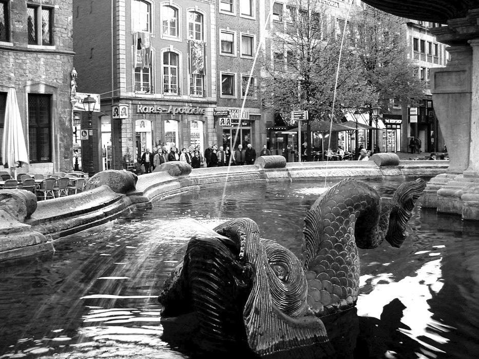 photoblog image Snapshots from Deutschland: Markt Fountain